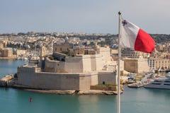 Valletta und maltesische Flagge Stockbild