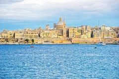 Vallettahorizon met St Paul Cathedral en bastionen Malta stock afbeelding