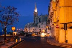 Vallettastrandboulevard bij nacht, Malta Royalty-vrije Stock Fotografie