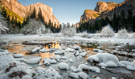 Valley View: Transition from fall to winter. Snow covers the base of the Merced River Stock Photo