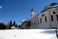 Vallfärda kyrkan av Wies i snö, Tyskland Arkivbilder