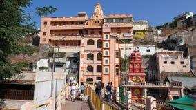 Vallfärda till den heliga staden Omkareshwar, Madhya Pradesh, Indien stock video