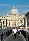 vallfärdar i Sts Peter fyrkant i Vatican City Rome Royaltyfri Foto