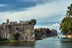 Vallgrav och väggar av den Venetian fästningen Royaltyfria Bilder