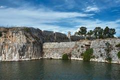 Vallgrav och väggar av den Venetian fästningen Royaltyfria Foton