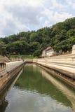 Vallgrav runt om templet av tanden och Royal Palace - Kandyen, Sri Lanka Arkivbilder