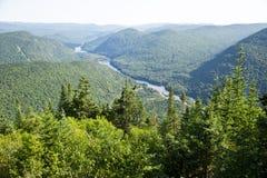 Valli di Jacques-Cartier ed il fiume di Sautauriski Fotografia Stock Libera da Diritti