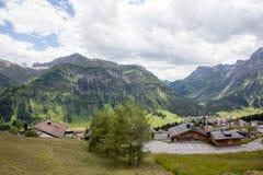 Valli verdi e picchi di alta montagna Immagine Stock Libera da Diritti