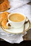 Vallmofrögiffel med en kopp kaffe Royaltyfri Fotografi