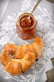 Vallmofrögiffel med en kopp kaffe Royaltyfri Bild