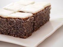 Vallmofrökaka med kräm- glasyr på kaka Royaltyfria Foton