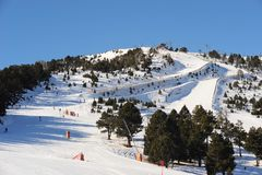 Vallnord berg som täckas med snö, Furstendömet Andorra, Europa arkivbilder