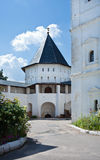 Vallum монастыря Savvino-Storozhevsky в Zvenigorod. Стоковая Фотография
