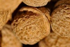 valnöt Mutter sparat sparat bröd - Augusti 29 På denna dag bakat bröd från kornet av den nya skörden Selektivt fokusera arkivfoton