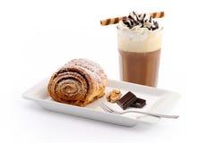 Valnötrullar och med is kaffe Royaltyfri Bild