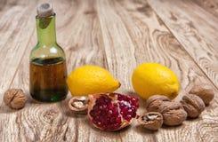 Valnötter granatäpple och citroner Royaltyfria Bilder