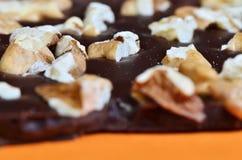 Valnötter i choklad Fotografering för Bildbyråer