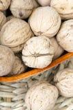 Valnötter i en bunke Royaltyfri Bild