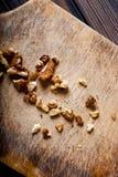 Valnötter på träbakgrund Royaltyfria Bilder