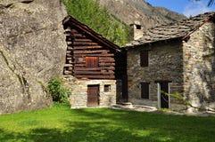 Valnontey, κοιλάδα Aosta. Χαρακτηριστική αρχιτεκτονική Στοκ Εικόνες