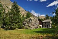 Valnontey, valle di Aosta. Architettura tipica Immagine Stock Libera da Diritti