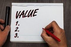 Valor de la escritura del texto de la escritura Significado del concepto algo o alguien mirado como pensamientos valiosos altamen fotografía de archivo
