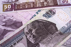 Valor nominal egipcio del dinero cientos, cincuenta y diez libras imagen de archivo
