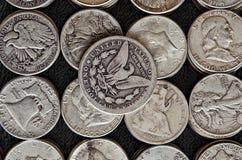 Valore o colata numismatico? Le metà lo hanno! fotografia stock