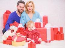 Valores familiares Paternidade concedida com amor Conceito do amor da fam?lia Tudo que n?s precisamos ? amor Pares no amor com cr fotografia de stock