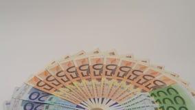 valori differenti delle fatture degli euro 4K Un'euro fattura di venti, di cinquanta e di cento stock footage
