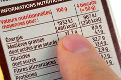 Valori nutrizionali di un alimento scritto in francese fotografia stock libera da diritti
