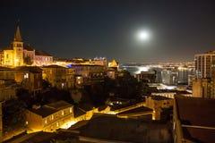 Valparaiso Chile vid natt med fullmånen Royaltyfria Foton