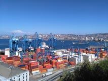 VALPARAISO, CHILI, LE 18 DÉCEMBRE 2016 : vue au port de ville et au n images stock