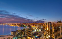 Valparaiso en Chile antes de la salida del sol Fotos de archivo libres de regalías