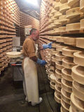 Valpelline, Aosta, Italie - 24 avril 2017 : Fromage typique Proces Image libre de droits