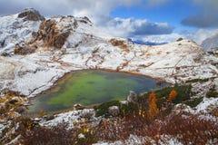 Valporola sjö, Dolomites Royaltyfri Foto