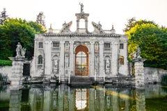Valsanzibio花园大门别墅Barbarigo euganean小山水池入口  免版税库存照片