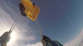 VALSCHERMsprong skydiver in vrije daling stock video