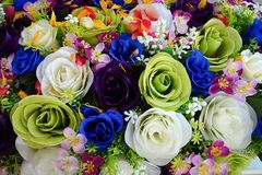 Valse bloem en bloemenachtergrond nam bloemen van stof worden gemaakt die toe De stof bloeit boeket stock afbeelding
