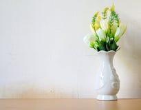 Valse bloemen voor binnenhuisarchitectuur stock afbeelding