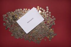 Valsedel med mycket schweiziskt myntStimmzettel hjälpmedel företar en sluten omröstning arkivbilder