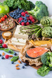 Valsortimentet av sund allsidig mat för hjärta, bantar arkivfoton