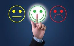 Valt lyckligt för affärsman på tillfredsställelseutvärdering? arkivbilder