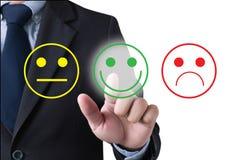 Valt lyckligt för affärsman på tillfredsställelseutvärdering? royaltyfri bild