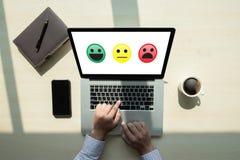 valt lyckligt för affärsman på tillfredsställelseutvärdering? Och goda M fotografering för bildbyråer