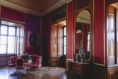 Valtice包含其中一个中欧的最印象深刻的巴洛克式的住所 用餐内部场面空间 目的地玻璃扩大化的映射旅行 免版税库存照片