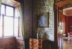 Valtice包含其中一个中欧的最印象深刻的巴洛克式的住所 用餐内部场面空间 目的地玻璃扩大化的映射旅行 库存照片