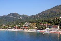 Valtos strand en berömd grekisk semesterort Arkivfoton