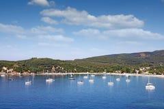 Valtos strand och Parga Grekland för gröna kullar landscap Arkivbild