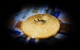Valuta cripto di simbolo del bitcoin della moneta di oro illustrazione di stock